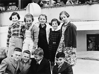 file:/activities/oralhistory/cappics/cohen1917_onboard, alt: nine Jewish refugee children on board ship