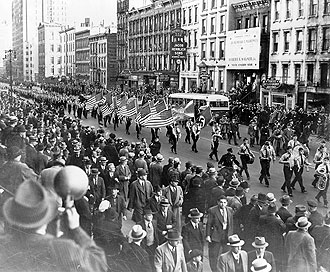 file:/activities/oralhistory/cappics/cohen1917_parade, alt: German American Bund parade in New York City in October 1939
