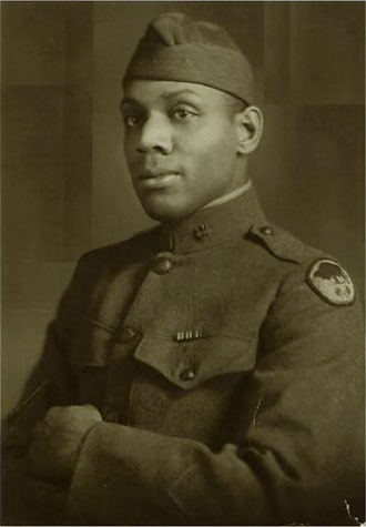 file:/activities/oralhistory/cappics/elliot1917_father, alt: formal portrait photograph of William Elliott in uniform