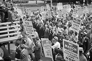 file:/activities/oralhistory/cappics/romer1963_placards, alt: Protestors holding placards during the March on Washington